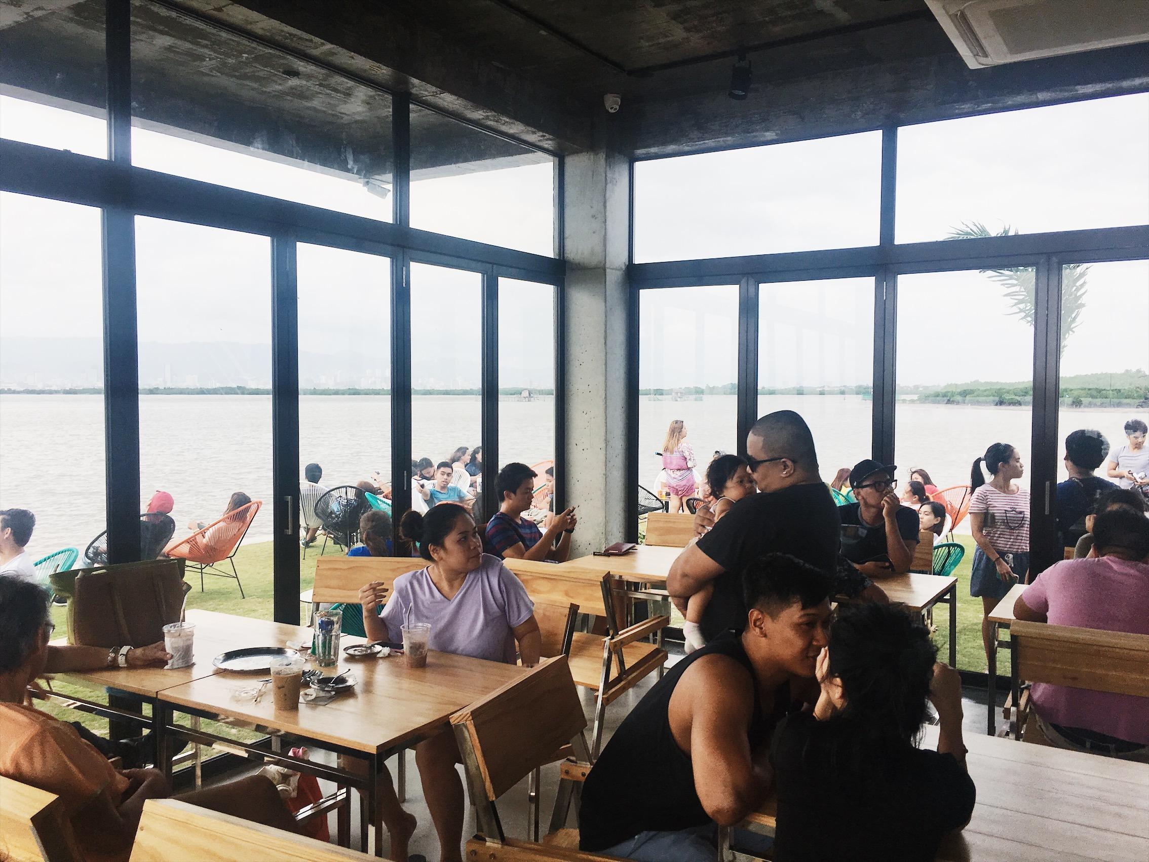 10000 Roses Cafe Cebu
